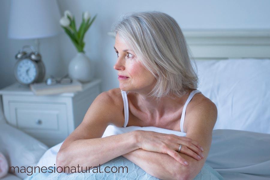 El magnesio te ayuda a descansar. Lo bueno que es tomar magnesio por la noche